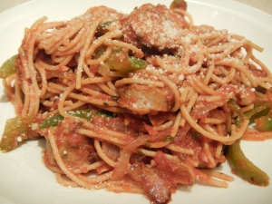 Whole-Wheat Spaghetti With Chicken Sausage, Peppers and Onions