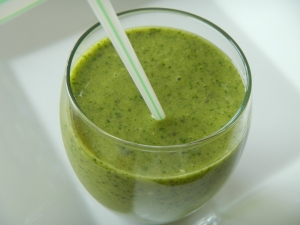 "Mango-Kale Smoothie With Herbal ""Tea"""